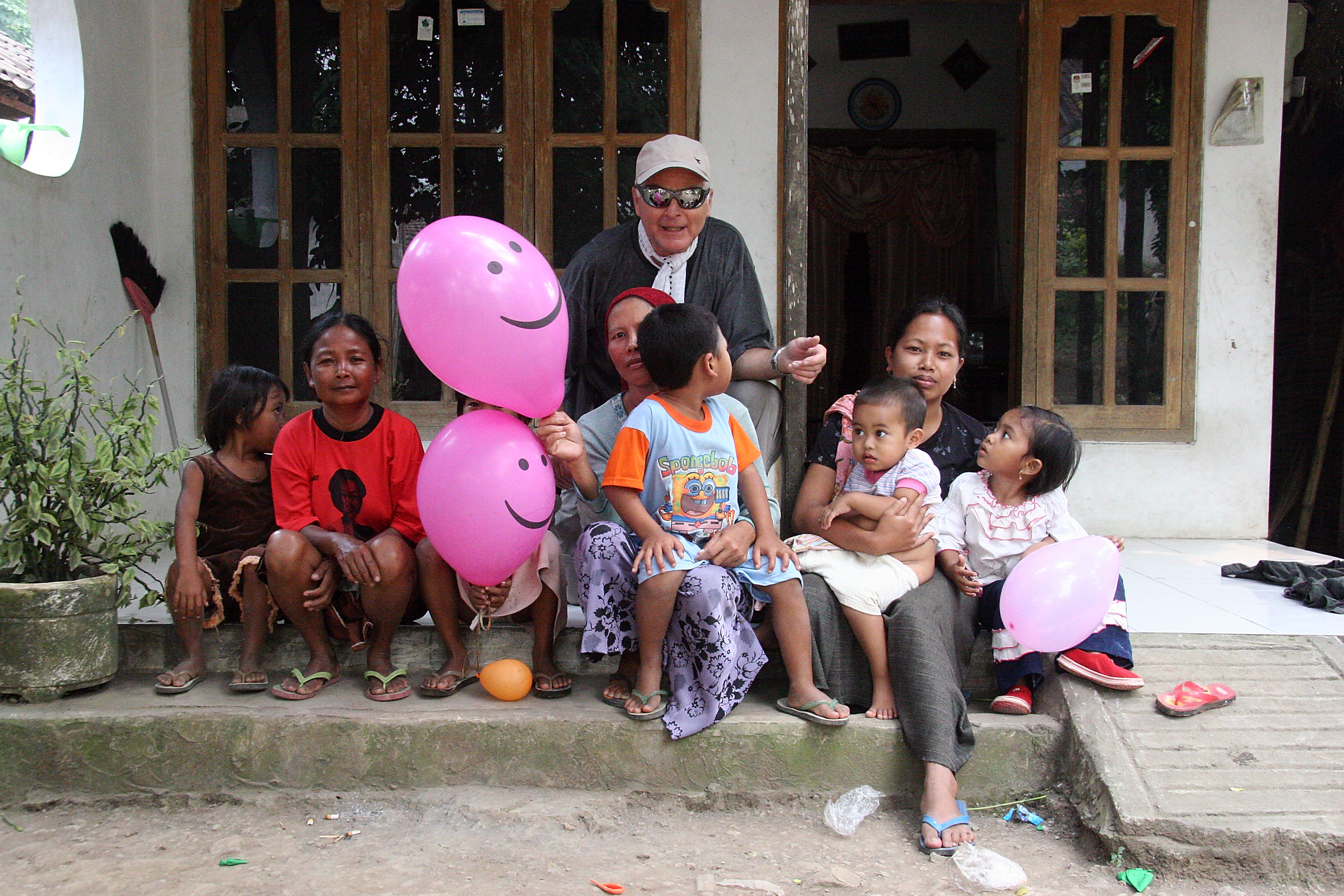 Ruedi and the village children, Java Indonesia.jpg - Indonesia Java. Ruedi and the village children