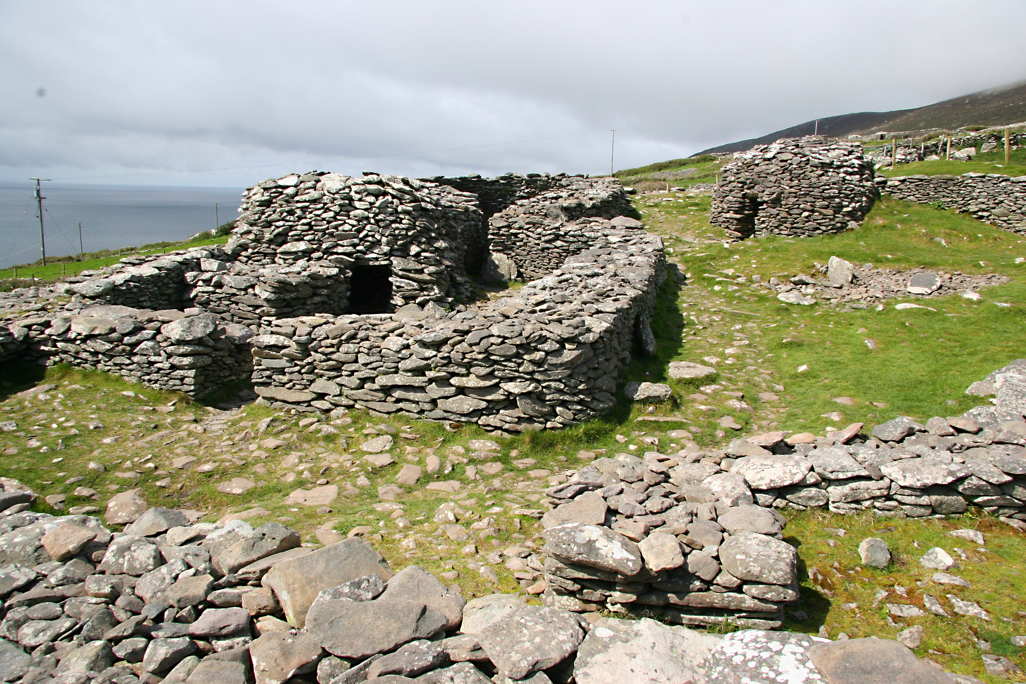 Celtic ruins Ireland.jpg