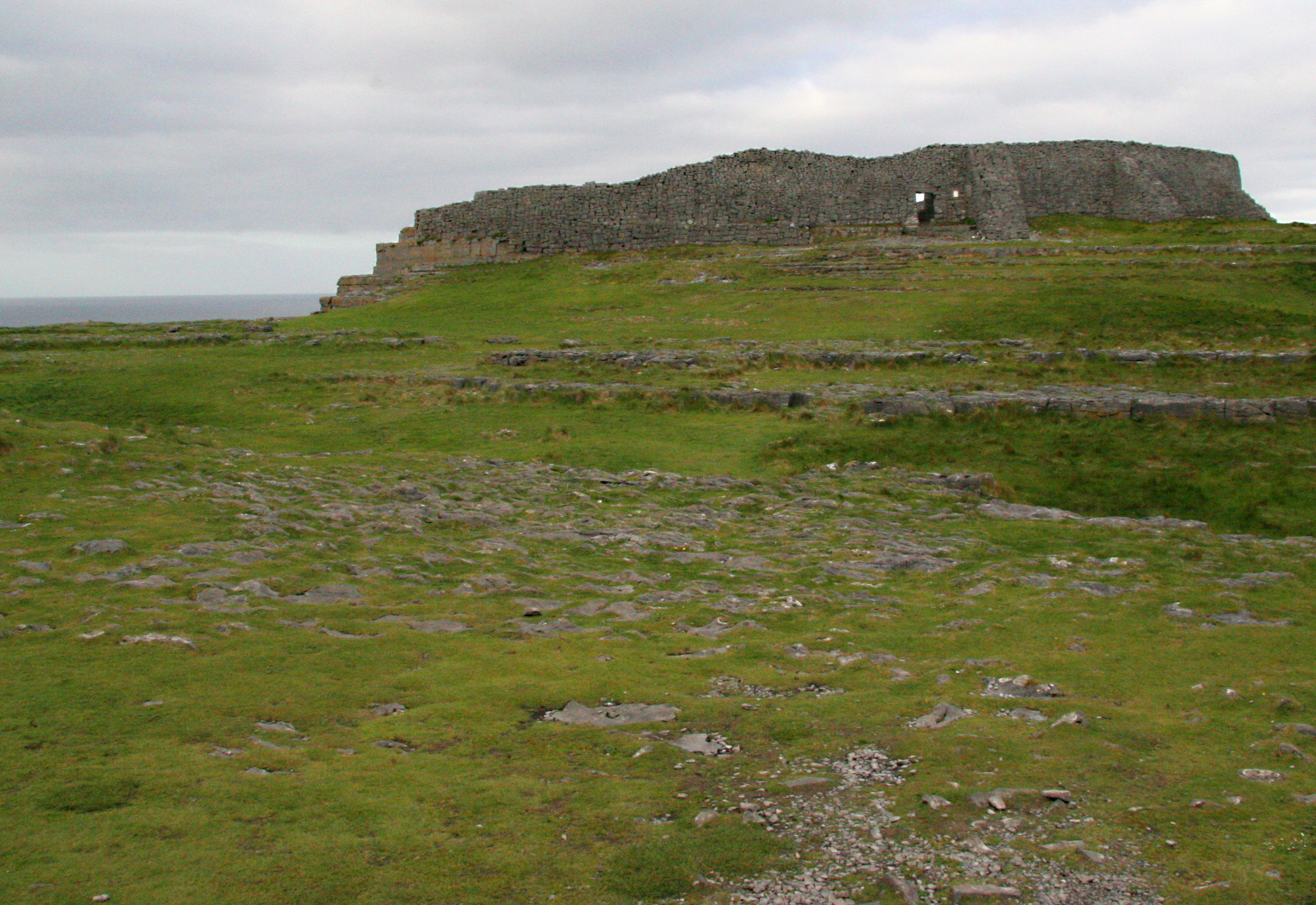 Celtic stone fort, Aran Islands Ireland 1.jpg