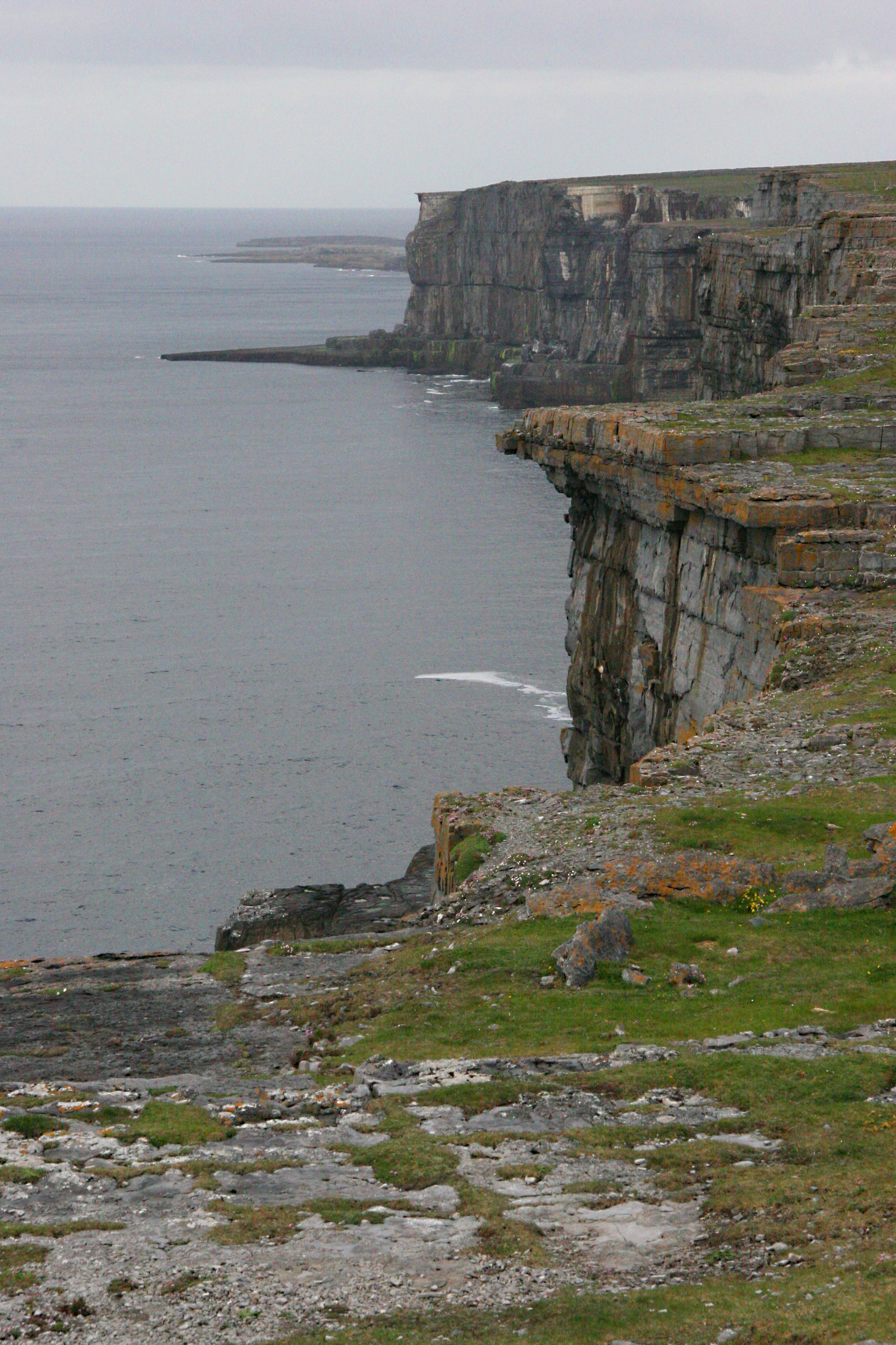 Cliff at celtic stone fort, Aran Islands Ireland 3.jpg