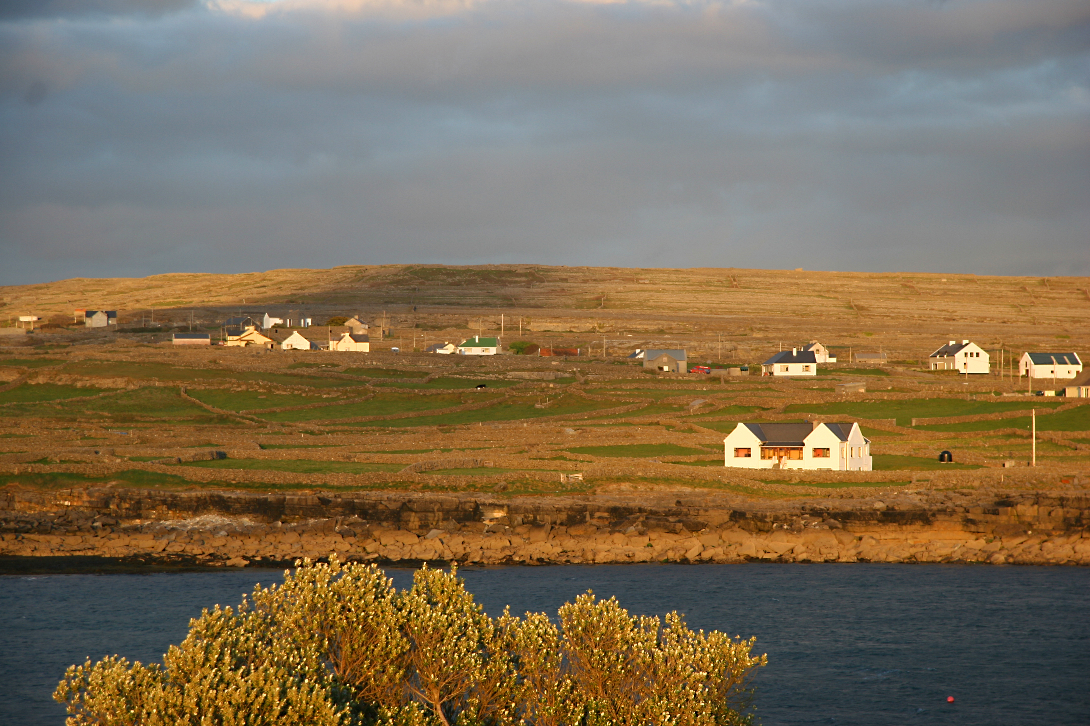 Cottages, Aran Islands Ireland 1.jpg