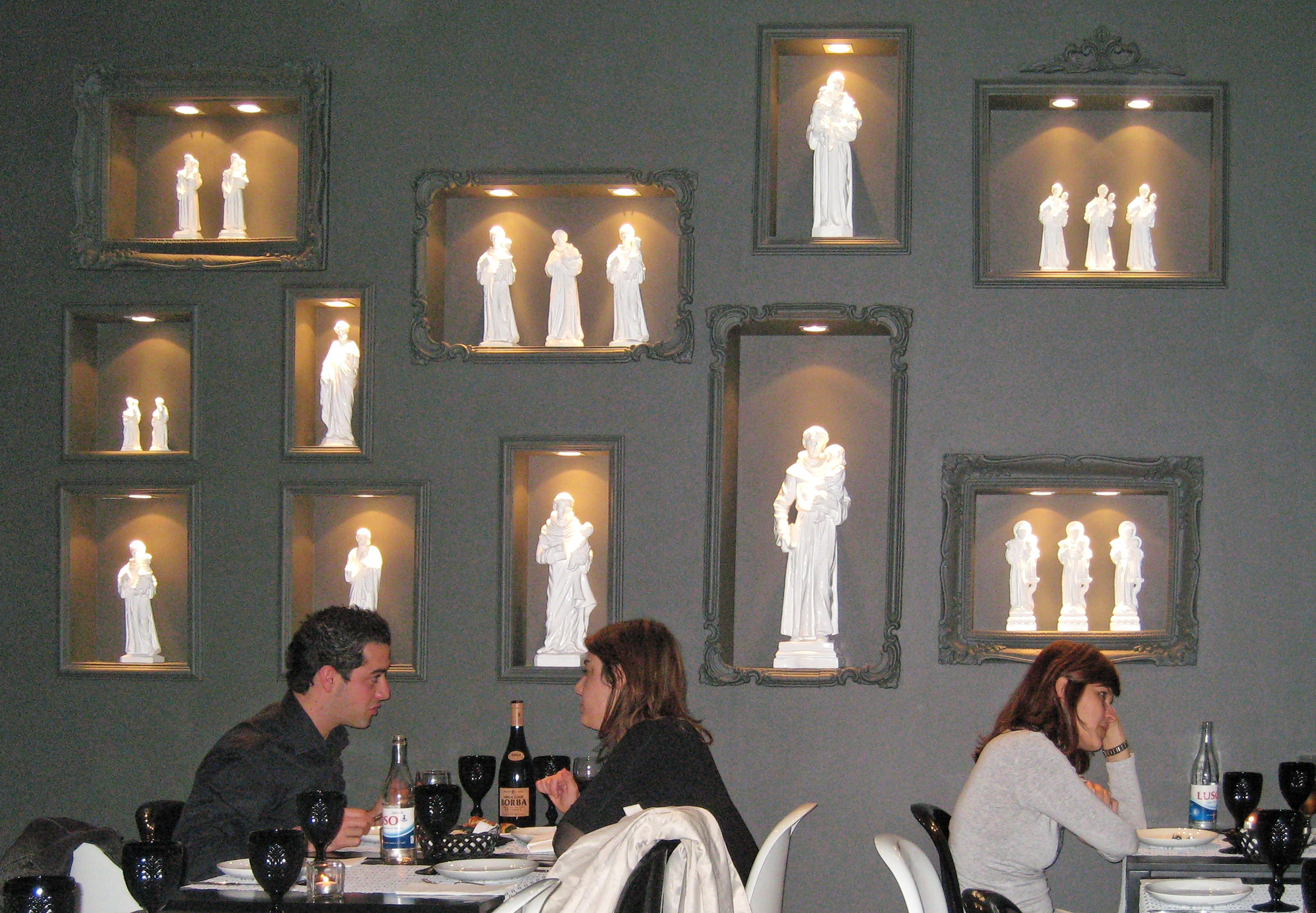 Statue wall in restaurant, Lisbon Portugal.jpg